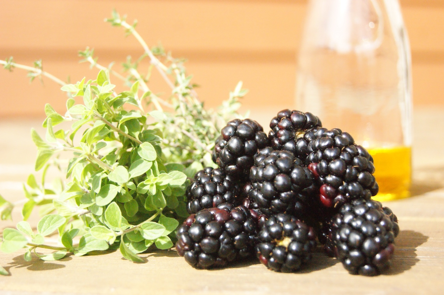 Blackberries and fresh herbs dressing